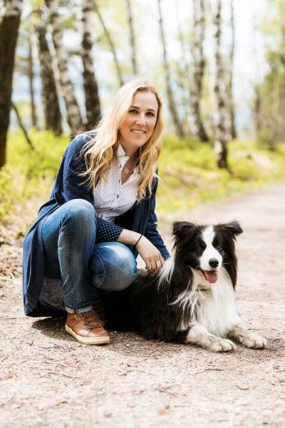 Kathrin ist seit vielen Jahren als Tiertherapeutin für Hunde, Pferde und Katzen aktiv.